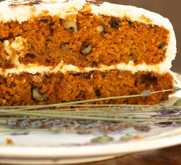 Carrot cake with mascarpone frosting