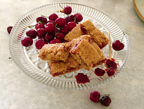 Cereal bars with homemade cherry jam